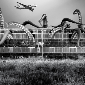 Philadelphia Navy Yard - USA Group X- 10m tentacles with suckers - Inflatable tentacles