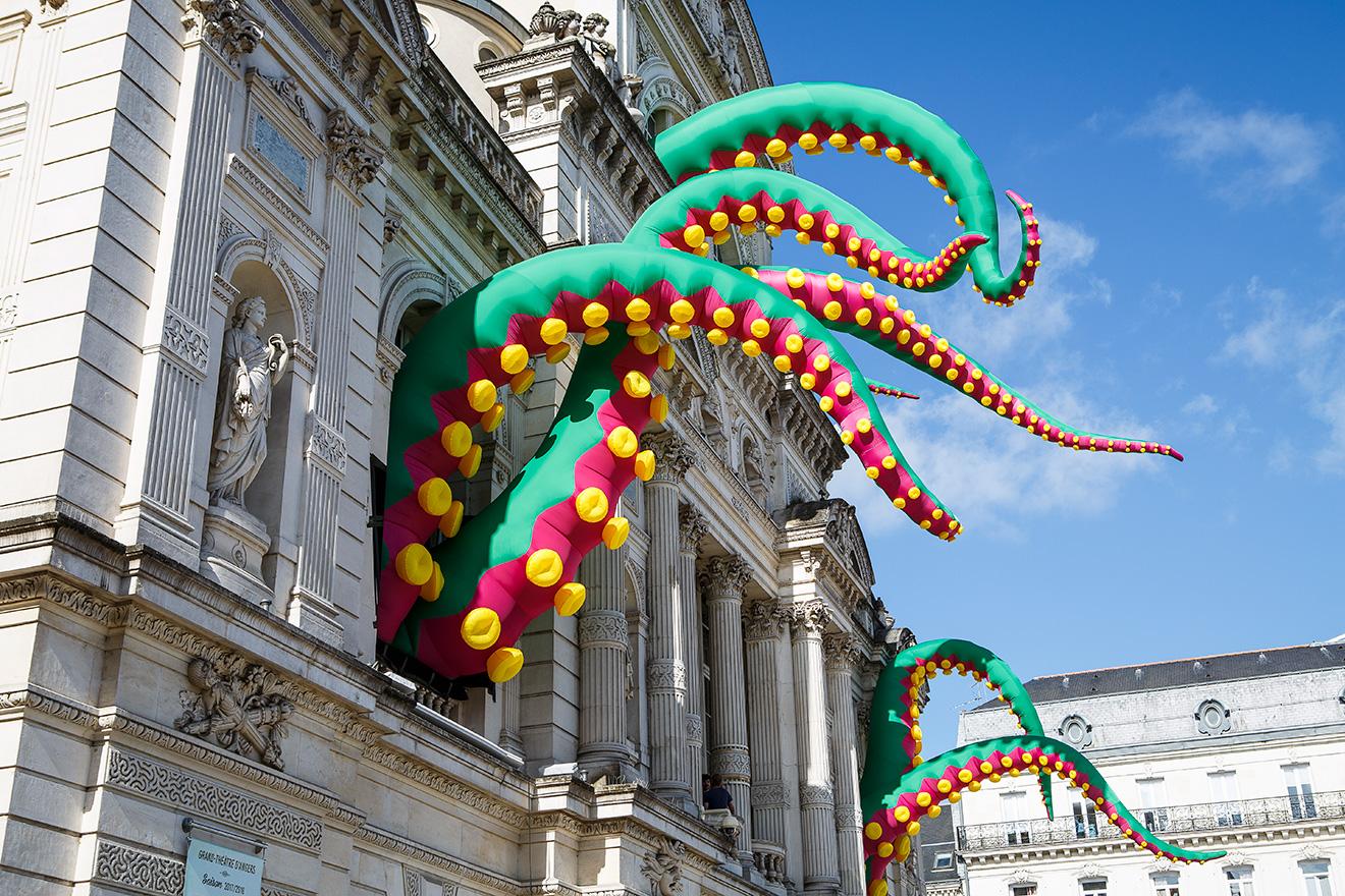 Accroche-coeurs festival, France - Tentacules gonflables à ventouses de 10m