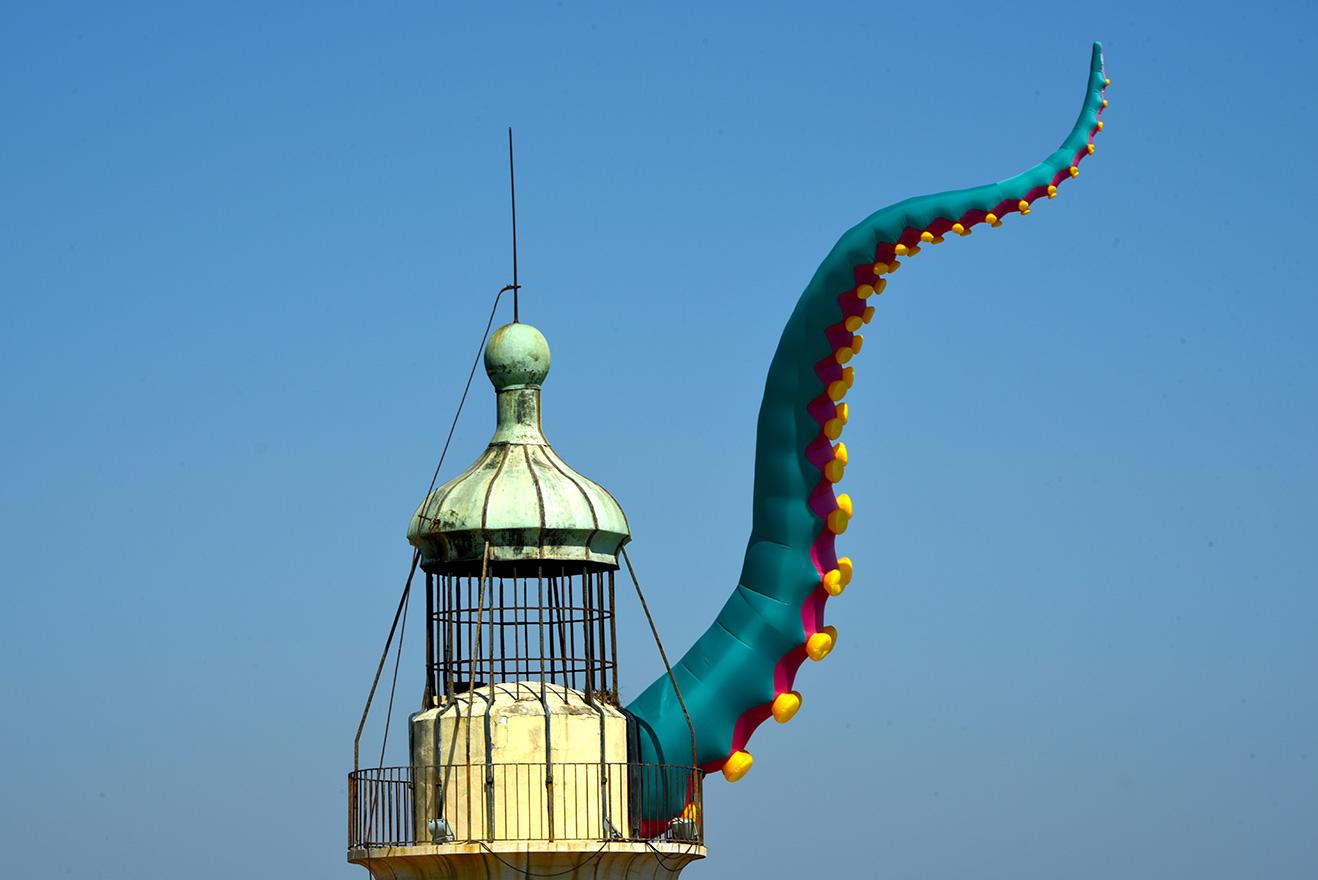 Les Graulinades, Le Grau du Roi, France - Tentacules gonflables à ventouses de 10m